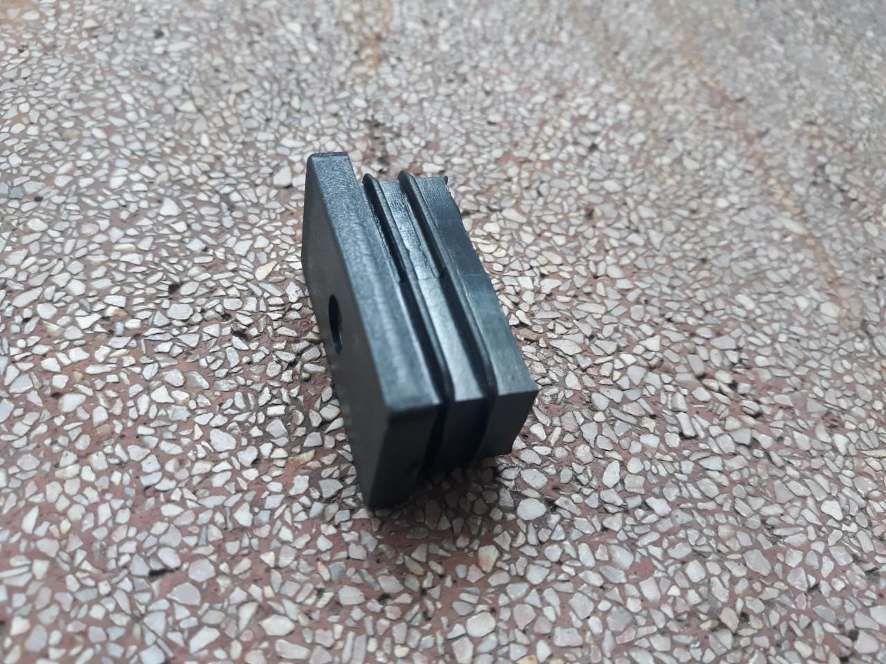 Bịt nhựa chữ nhật 20x40 màu đen CDS-16388 không lỗ